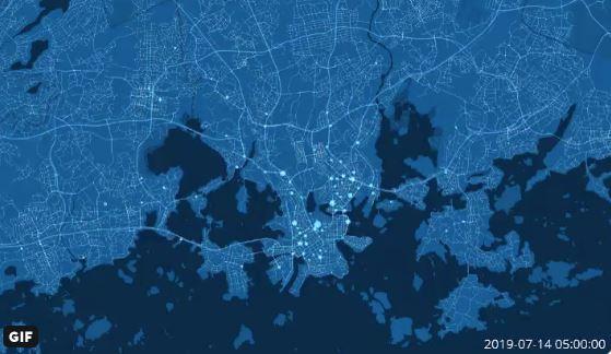 Kuvakaappaus Thomas Banafan tekemästä GIF-animaatiosta, jossa näkyy kaupunkipyörien lähdöt tunneittain viikon ajalta. Eniten lähtöjä on Helsingin keskustassa olevilta kaupunkipyöräasemilta.